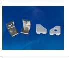 Компл. UFE-N03 SILVER A POLYBAG Набор аксессуаров для алюминиевого профиля. Крепежные скобы (4 шт., сталь) и заглушки (4 шт., пластик). Цвет серебро.