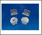 Компл. UFE-N07 SILVER A POLYBAG Набор аксессуаров для алюминиевого профиля. Крепежные скобы (4 шт., сталь) и заглушки (4 шт., пластик). Цвет серебро.